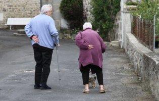 Oudere Mensen Op Straat