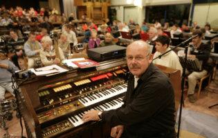 Wim Brussen Achter Piano