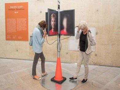 Mensen Kijken Naar Fototentoonstelling
