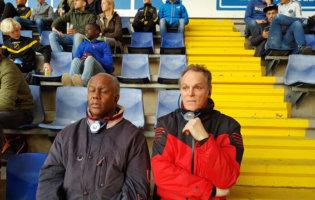 Harold Rusland (links) En Albert Van Der Mee Volgen De Wedstrijd Met Hun Headset. © Martijn Schraven
