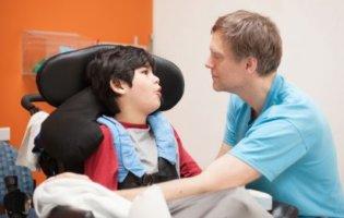 Ouders Van Meervoudig Gehandicapte Kinderen Zitten Met Dubbele Kosten